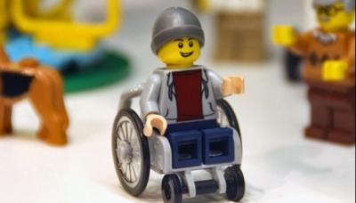 primo minifigure disabile