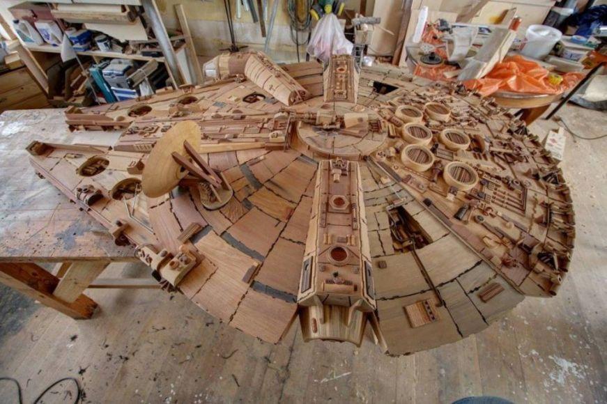 Millennium Falcon in legno