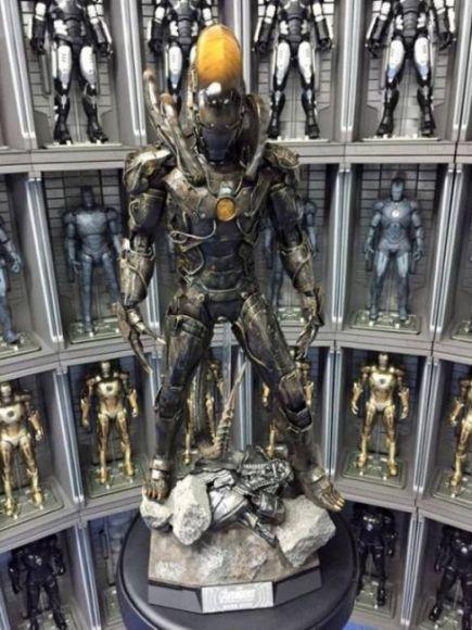 statua di Iron Man Xenomorfo