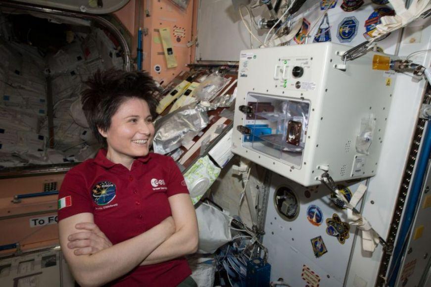 scene di vita a bordo della ISS