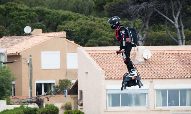 hoverboard è realtà con Flyboard Air