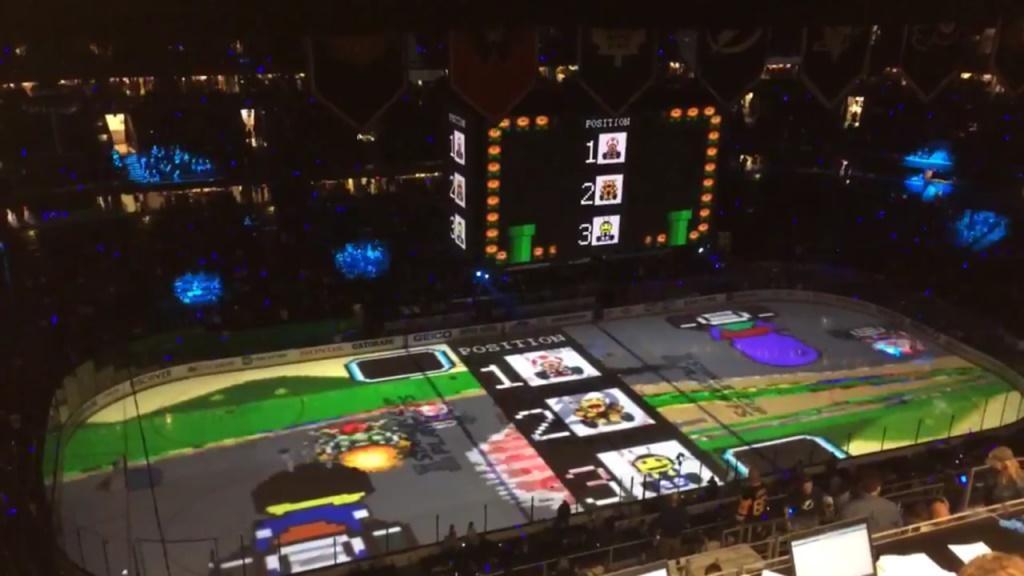 Mario Kart su un campo da hockey