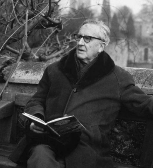 Tolkien canta e legge
