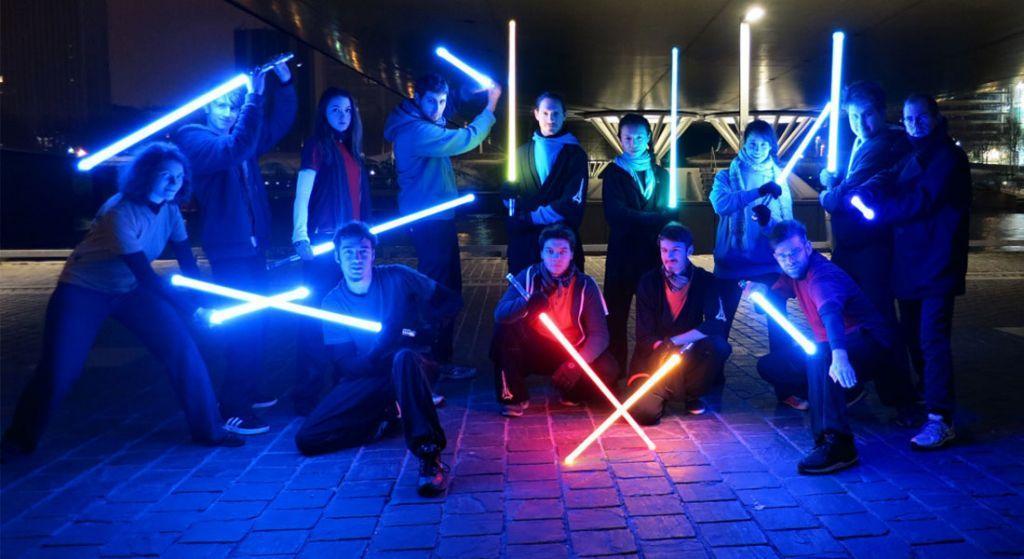scuola di combattimento con spade laser