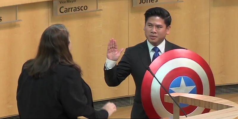 Consigliere americano alternativo: giuramento sullo scudo di Captain America