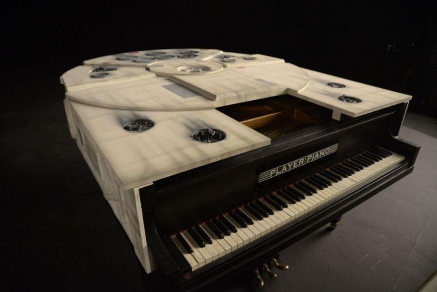 pianoforte a forma di Millenium Falcon
