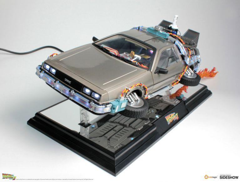 replica della DeLorean di Ritorno al Futuro II (3)