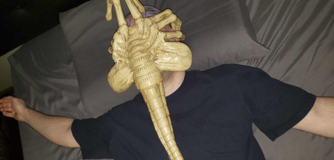 maschera a forma di Facehugger di Alien