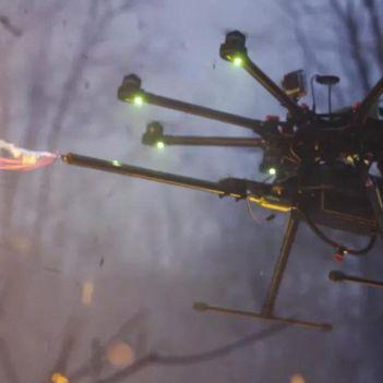drone con lanciafiamme