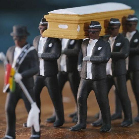 becchini ghanesi statuine