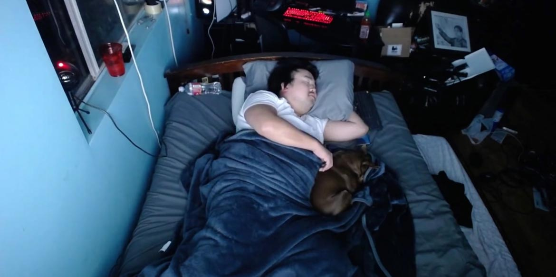 asian andy youtuber incassa 16000 dollari dormendo